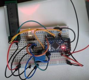 Testaufbau mit Arduino, DHT11, UC121902 und RGB-LED  h bedeutet humidity, t steht für temperature